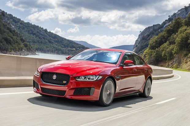 Roar Power: Curvy Jaguar's ride and handling leave stodgy SUVs standing