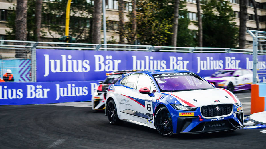 Bryan Sellars dominates to win Paris I-PACE eTROPHY race
