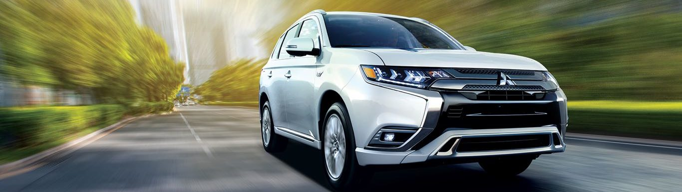 2019 mitsubishi outlander phev in white