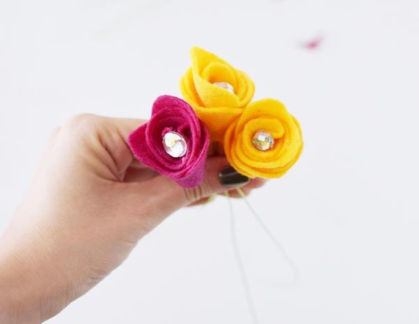 Rosebud Felt Flower Bouquet 11 Large600 ID 2433322 - Buquês de flores de feltro