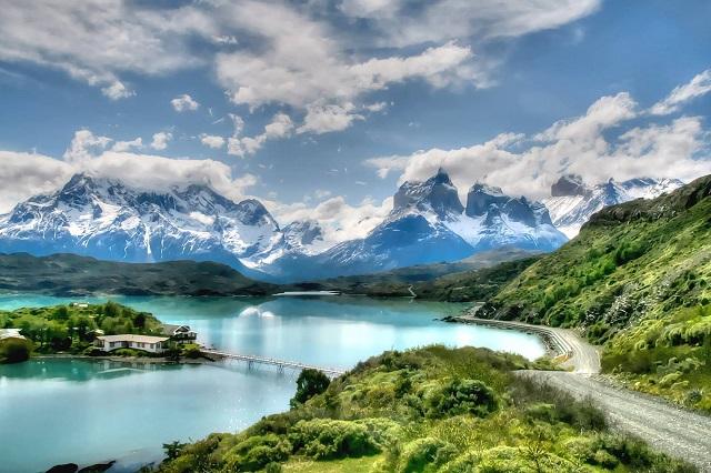 Que faire au Chili ? Voir le lac Pehoé parc national Torres del Paine.