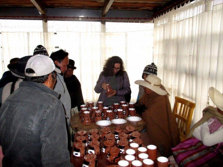 Pièces artisanales faites en céramique par la communauté