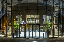 Revolving doors for healthier building environments