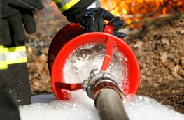Minimising the risk when fighting fires with foam