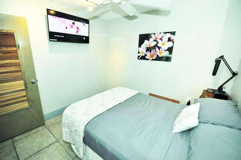 PAPAYA 3: bedroom #3 Full (double) size bedding.