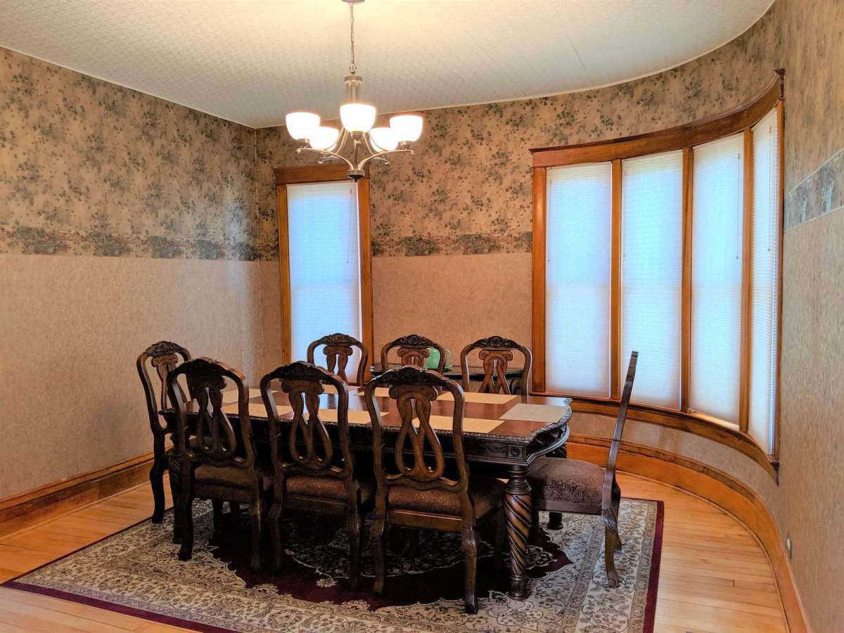 Lots of space for dining and entertaining