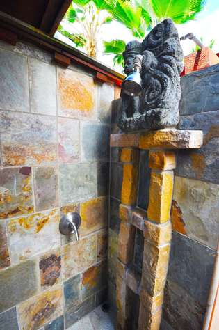 Slate stone was used to build this shower for nex to the Papaya Hale' one bedroom rental
