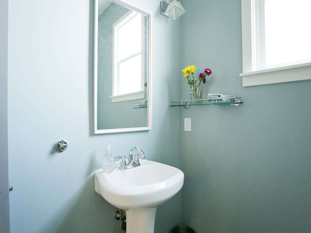 Main floor bathroom. We provide shampoo, conditioner, soap, hair dryer & towels.