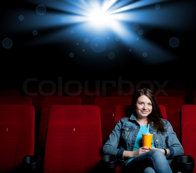 Frau im Kino | Stockfoto | Colourbox