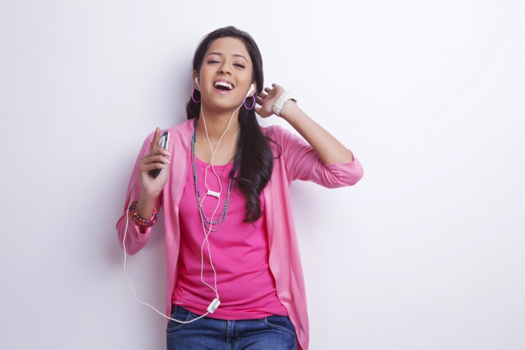 10 Easiest Hindi Karaoke Songs to Sing for Beginners - Insider Monkey