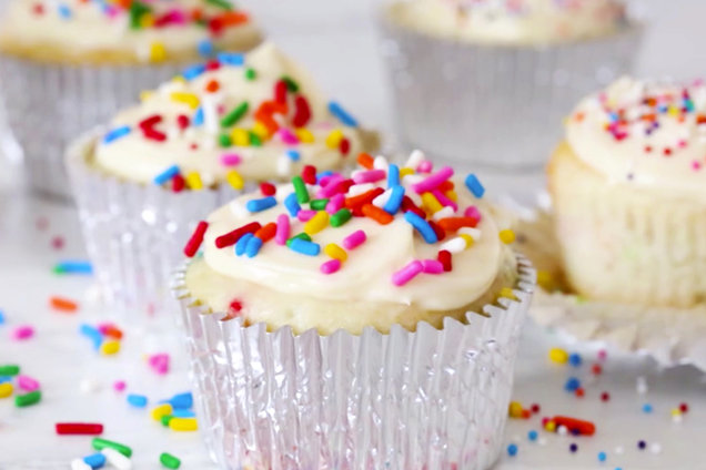 Easy Birthday Cake Cupcakes More Low Calorie Cupcake Recipes Hungry Girl