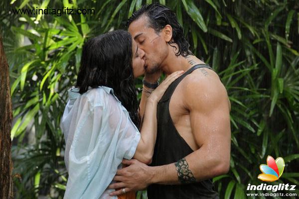 Tiger Shroff Shraddha Kapoors First Kiss From Baaghi Check Pic