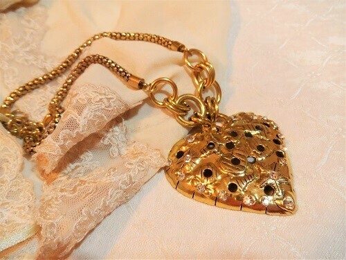 Chunky gilt-tone heart necklace