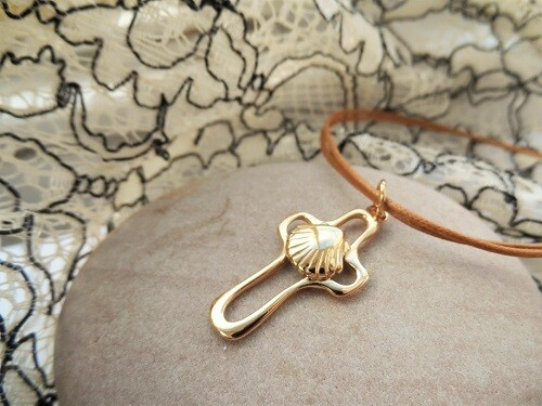 Cross with scallop shell ~ gold plated silver