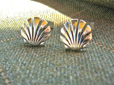 Scallop shell cufflinks ~ open, silver