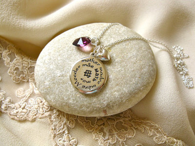 Mother necklace: Madre, Mère ~ 3-part, silver