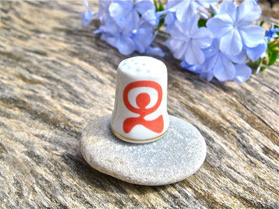 China thimble ~ lucky Indalo, coral