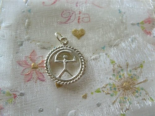 Indalo pendant ~ classic in double circle, silver