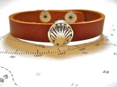 Camino de Santiago concha scallop shell charm bracelet - leather