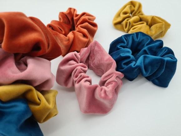 Velvet scrunchie blue