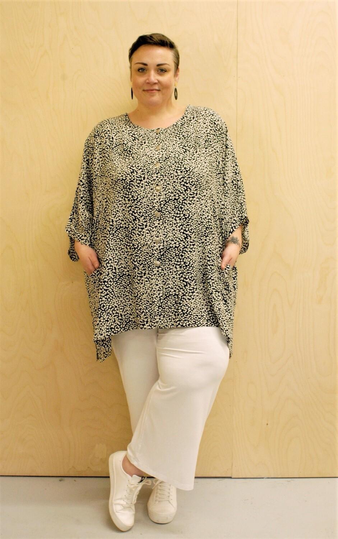 Tarana wide-cut one size jacket/ top