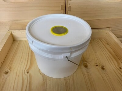 Bucket Feeder 1 Gallon
