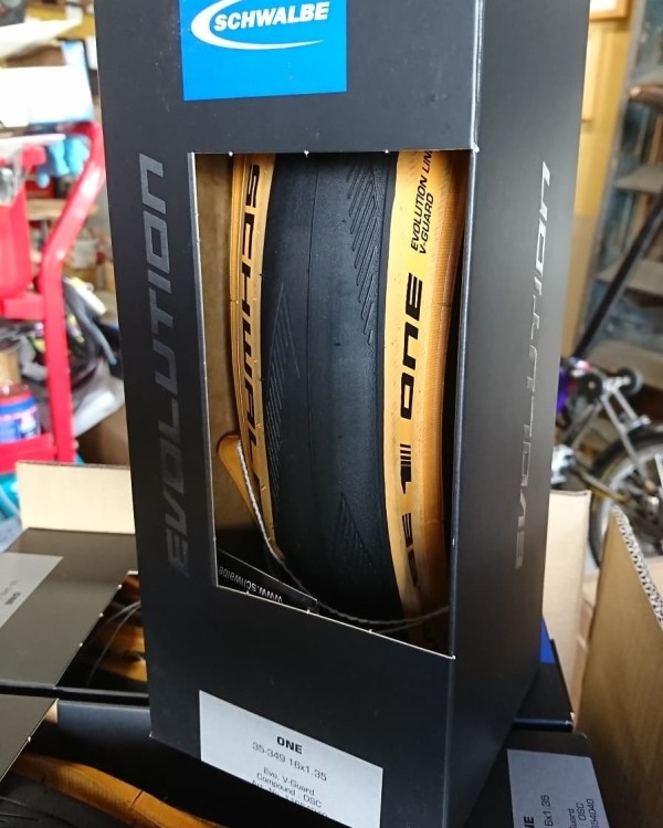 Schwalbe One tyre 35 (34)-349 tan / amber wall (tanwall) for Brompton   and CHPT3 bikes 00012