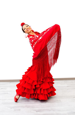 Mantón de manila rojo, bordado de colores medida 135x135 cm