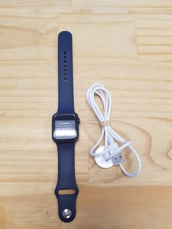 Apple Watch Series 6 Sport Band 40MM Model A2291 comes with Charger
