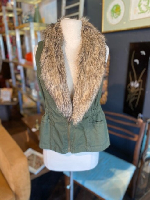 Modern Sleeveless Vest with Faux Fur Collar