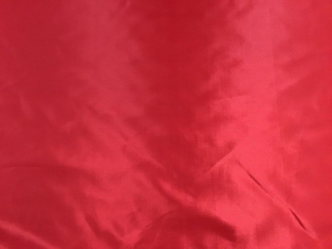 Satin brillant ignifuge rouge 300