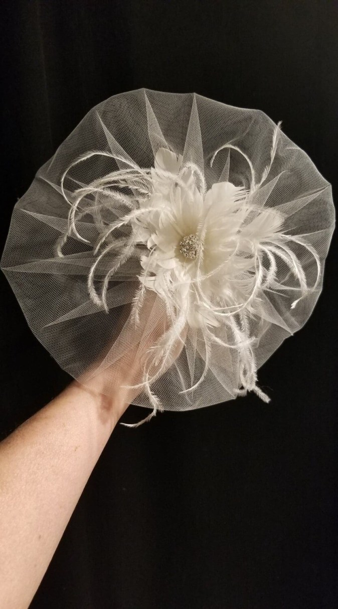 Bridal birdcage veil with feathers