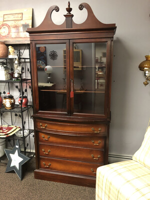 466 mahogany China cabinet