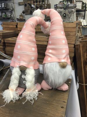 (558) Peachy keen gnome couple