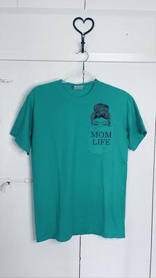 (159) Sm Green Mom Life Pocket Tee