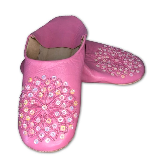Light pink leather slippers with sequin decoration