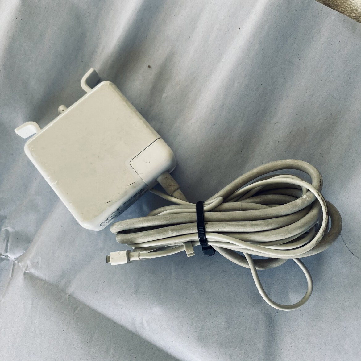 COMPUTER CHARGER REPLACEMENT AC ADAPTER MODEL #A1172 WHITE 85W