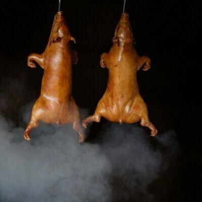 1/2 Cochinillo Pig Pekin asado en horno de leña de encina. 4-5 raciones - Restaurante Don Fadrique