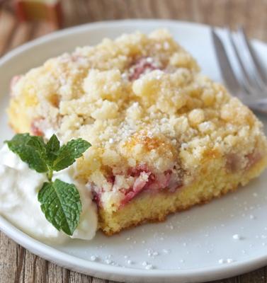 Rhubarb cake. Slice