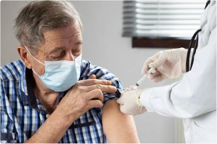 Çalışma: P.1 ve B.1.1.7 varyantları dahil olmak üzere SARS-CoV-2'ye karşı tek doz mRNA aşısı etkinliği: British Columbia, Kanada'da 70 yaş ve üstü yetişkinlerde test negatif bir tasarım.  İmaj Kredisi: Melinda Nagy / Shutterstock