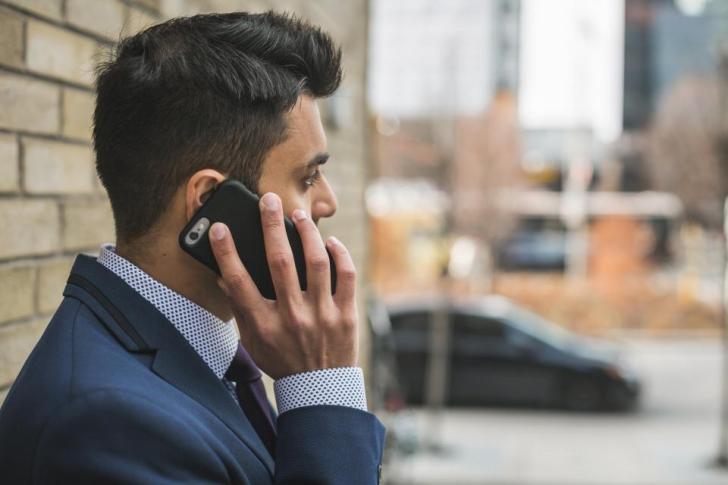 人ビジネスマンフォーマルウォールインフラ構築事業設営作業携帯電話通信
