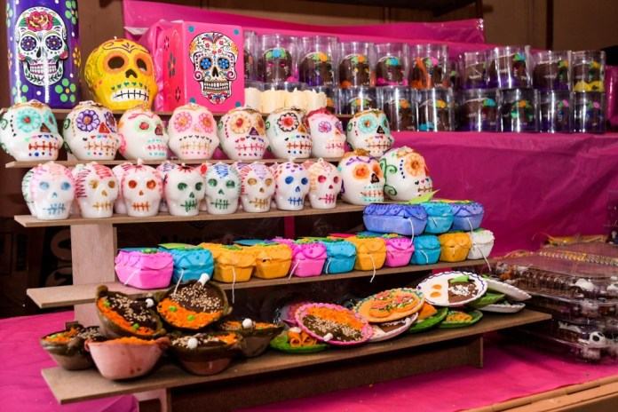 Calaveras en tradicional Feria del Alfeñique Toluca