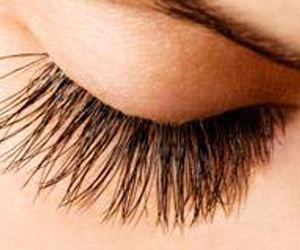 How to Get Freakishly Long Looking Lashes in 28 Days