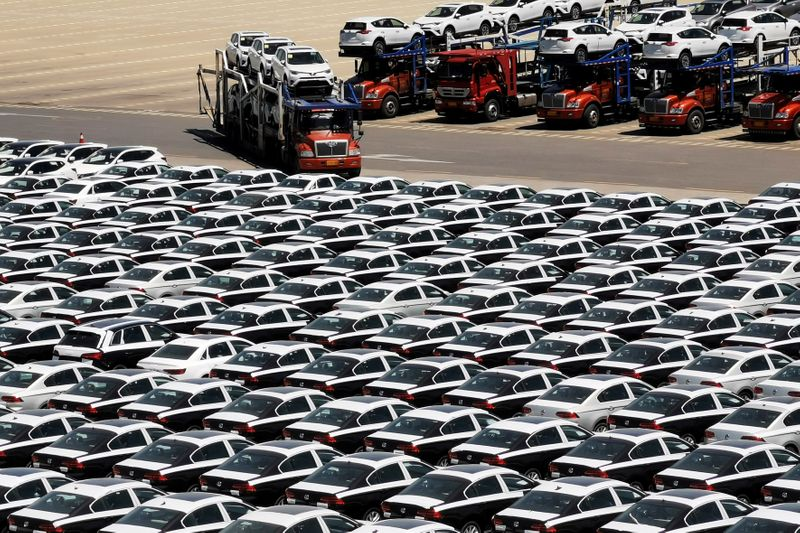 China's January auto sales expected to fall 18 percent year-on-year, 19th month of decline