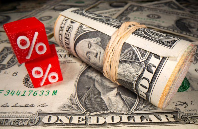 Photo of U.S. dollar continues slide as euro soars again