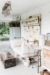 Rustic farmhouse front porch decorating ideas 37