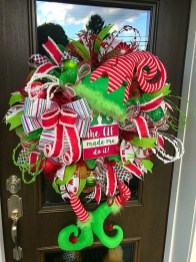 On a budget diy christmas wreath to deck out your door 20
