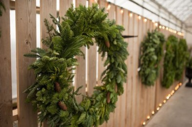 On a budget diy christmas wreath to deck out your door 22