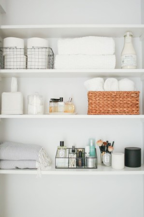 Built-in bathroom shelf and storage ideas to keep your bathroom organized 35