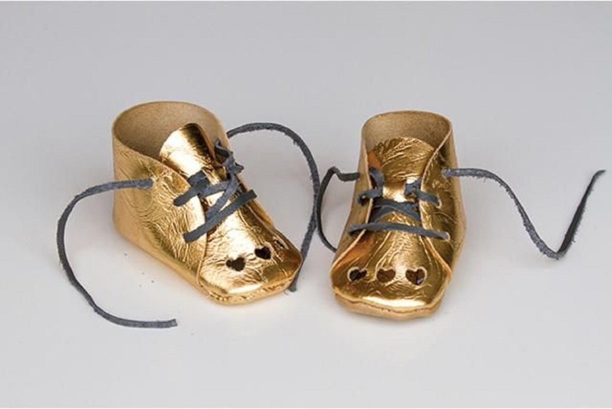 Diy gold leather shoesDIY Bewitching Baby Wear Ideas For Your Little One That Saving Your Money
